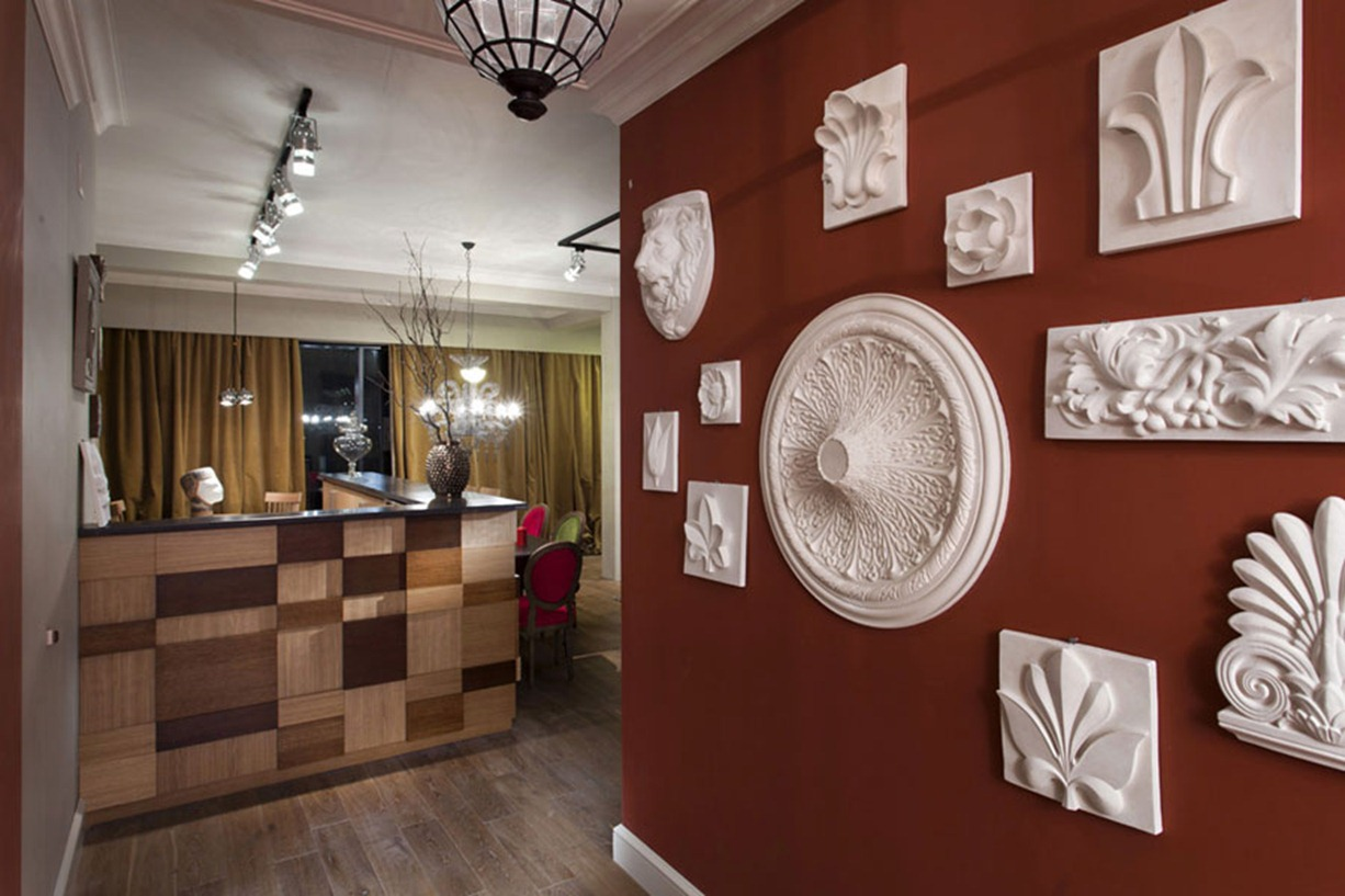 interior wall accents in red
