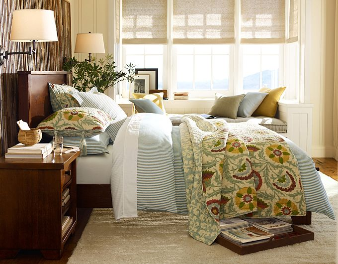 28 elegant and cozy interior designs by pottery barn for Barn style bedroom ideas