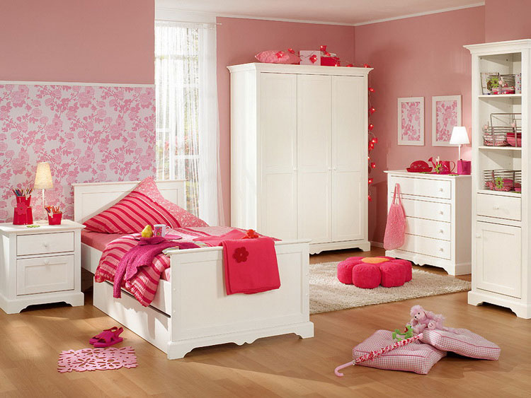 girls room in pink